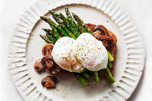 Fat Burning Foods: Poached Eggs with Asparagus and Mushrooms