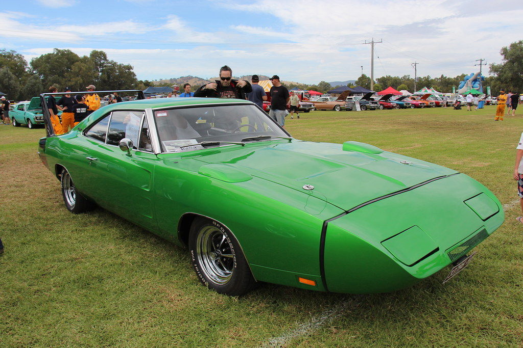crucial cars the dodge charger daytona and plymouth superbird advance auto parts crucial cars the dodge charger daytona