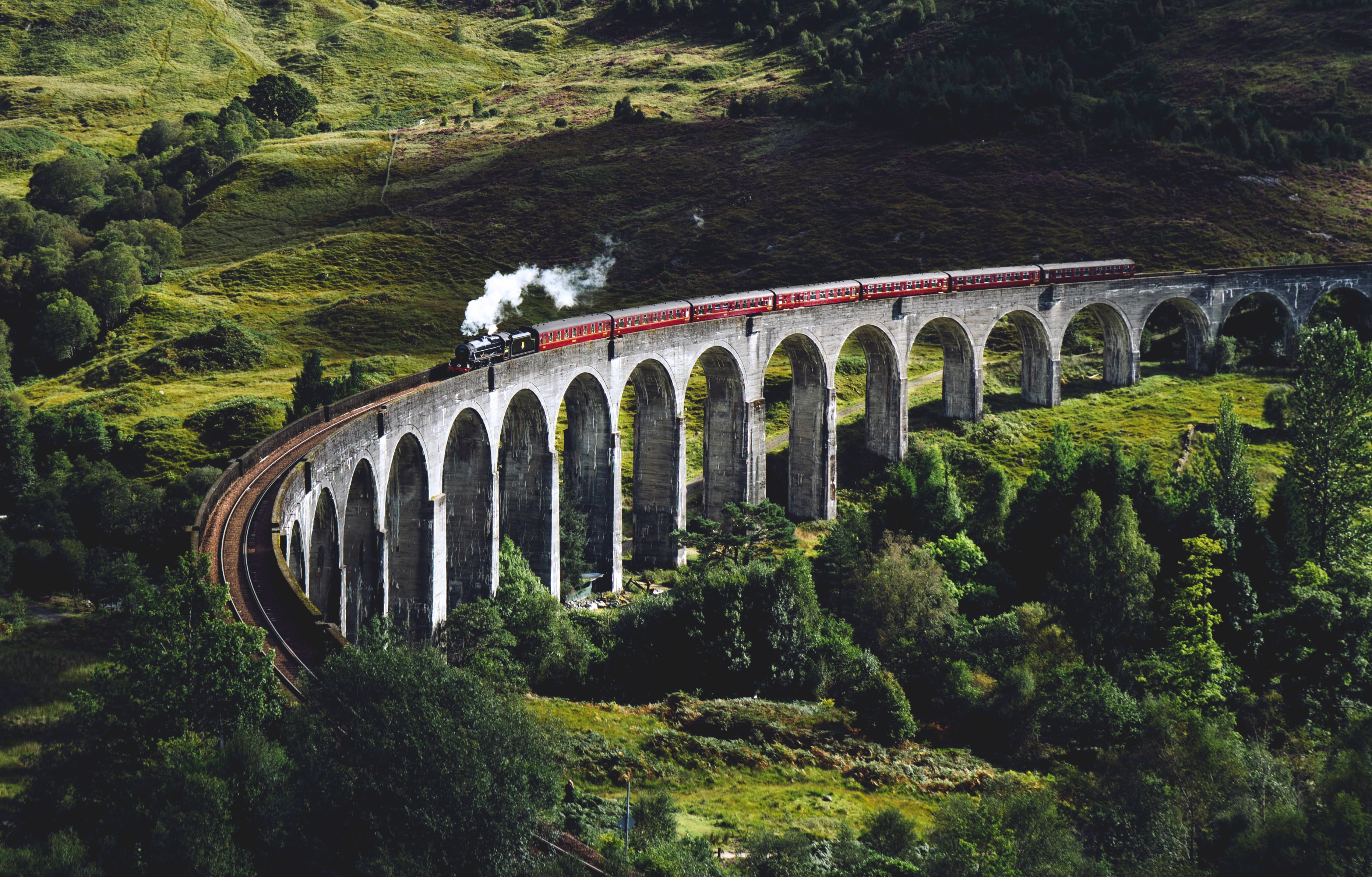 Train-Crossing-Glenfinnan-Viaduct.jpg?1573031343