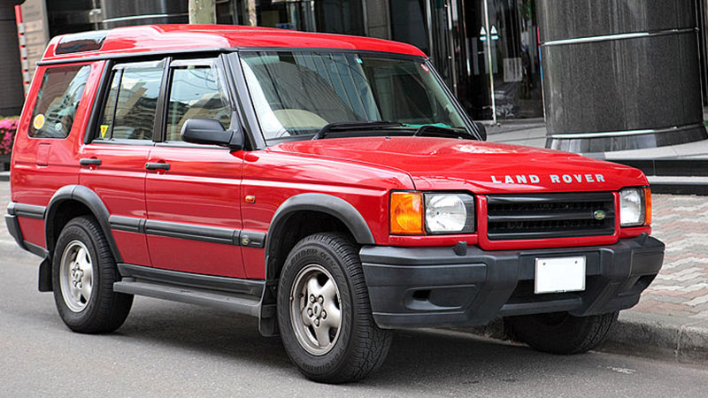 red Land Rover Discovery