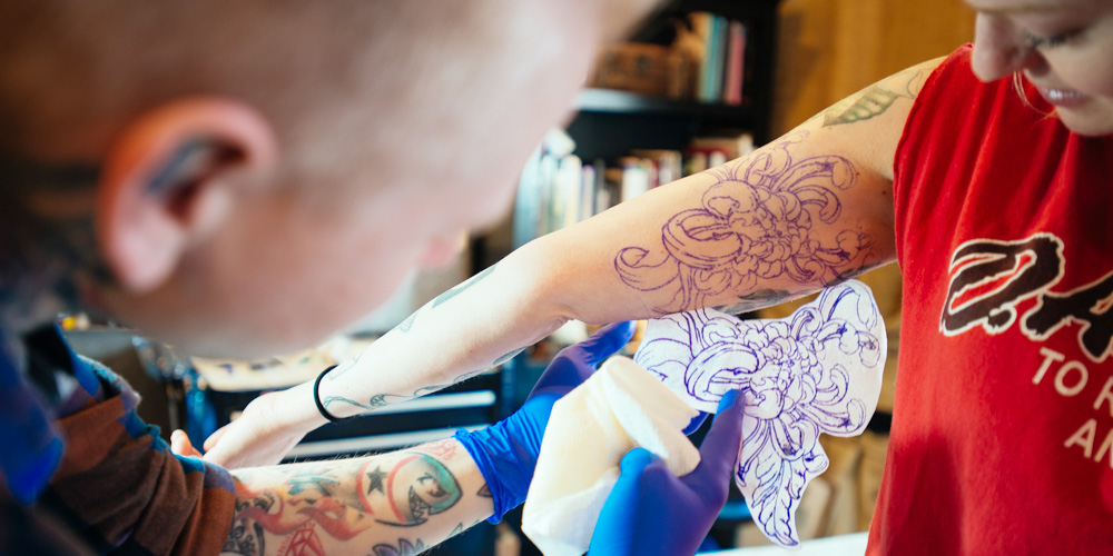 Speakeasy Tattoos: Chicago tattoo shop.