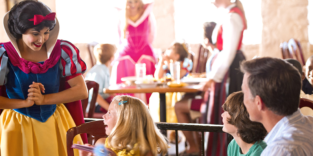 disney-character-kids-dining-asherkus-royal-banquet-restaurant.jpg