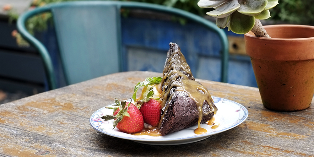 The Floridian's Brownie Cake with Strawberries and Ice Cream (Photo: Rafael Tongol)
