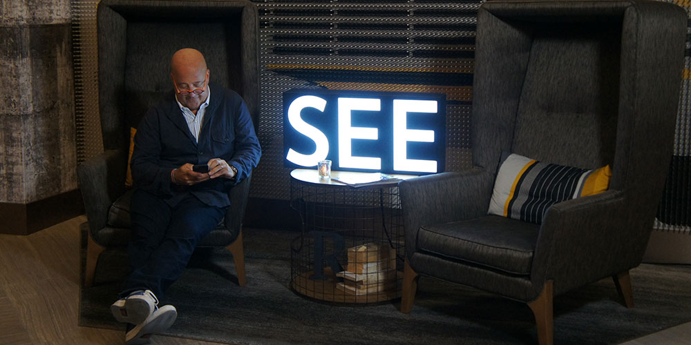Zimmern relaxing in the lobby of the Renaissance Downtown Chicago. (Photo: Robin Bennefield)