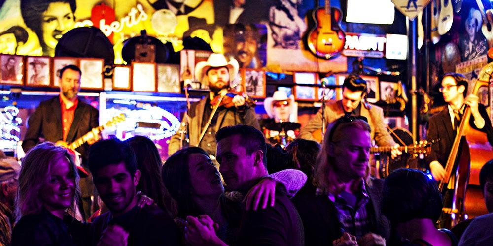Musicians in Nashville bar