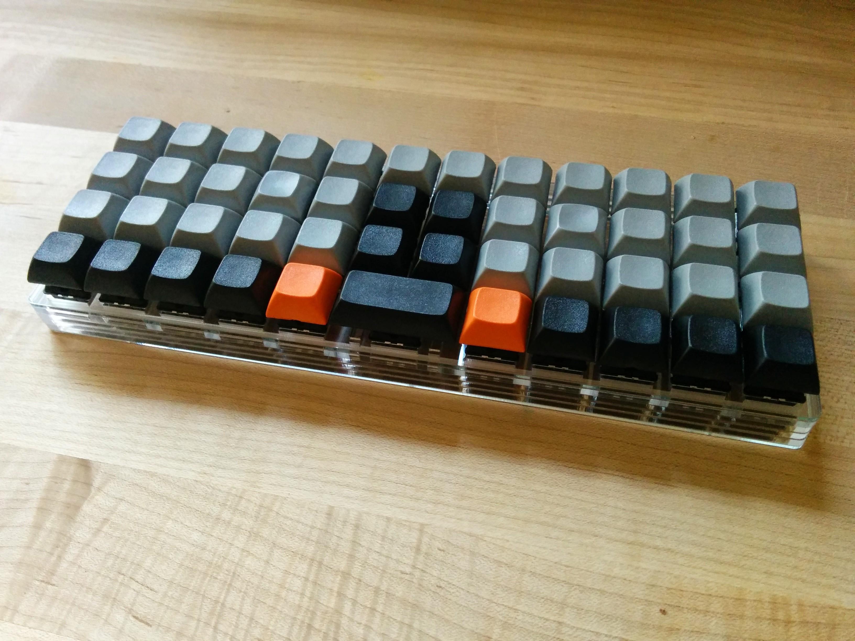 Planck är ett litet tangentbord där knapparna sitter i raka rader
