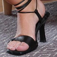 Taboo Twyla's pretty toes