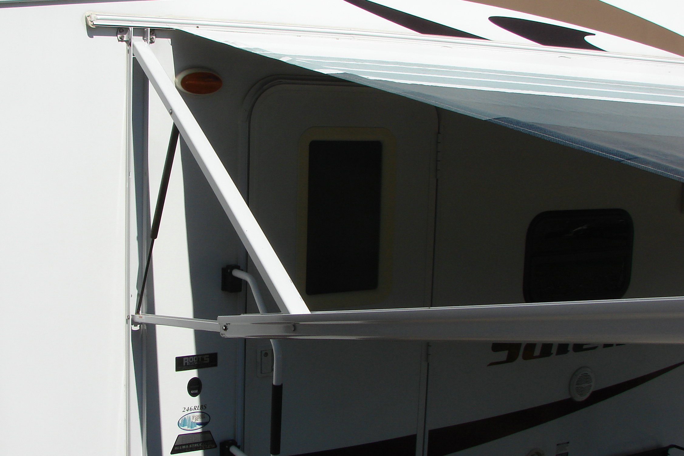 dometic power awning. Made in 07 camper 08 5th wheel salem LA.