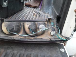 2004 chevy silverado 2500 hd right rear hood fuse block. Black Bedroom Furniture Sets. Home Design Ideas