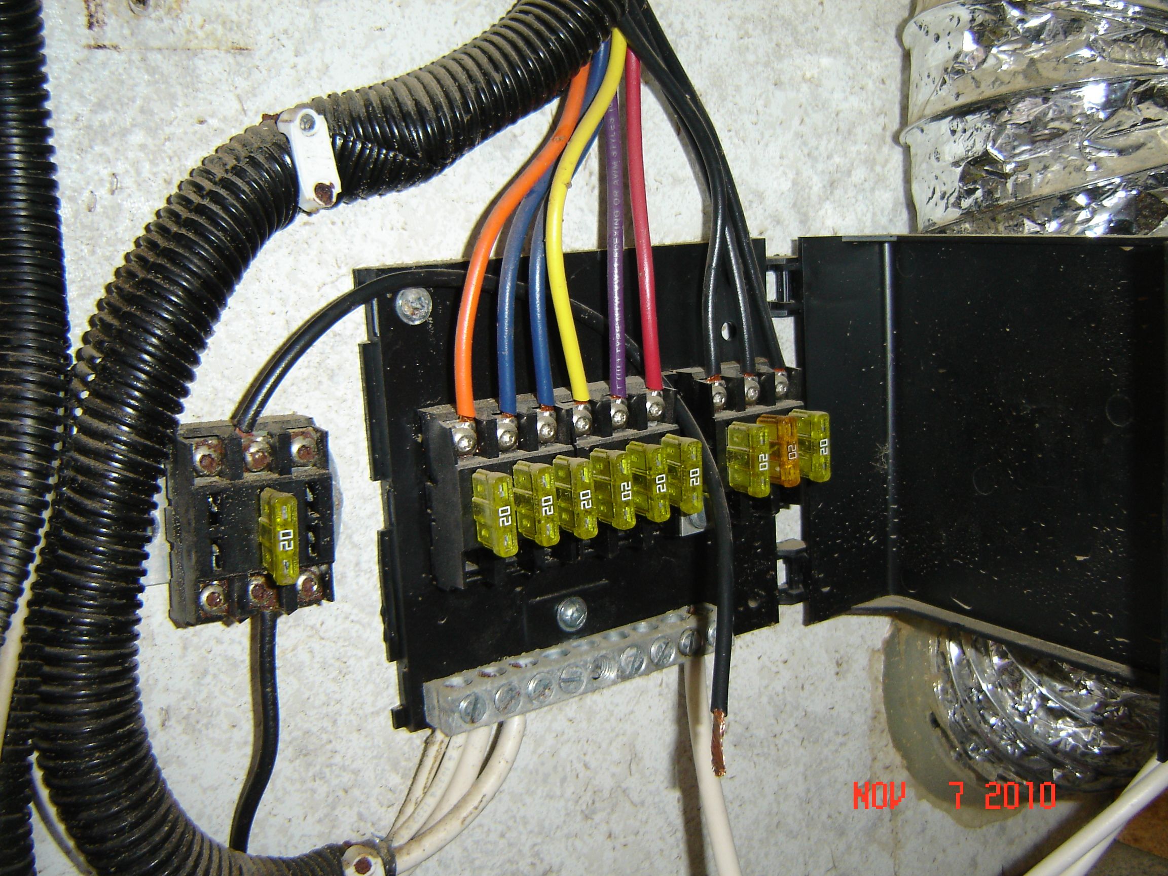 battery terminal fuse block both fuse holders are burnt melted KW T800 Fuse  Relay Basic RV Plumbing Diagram