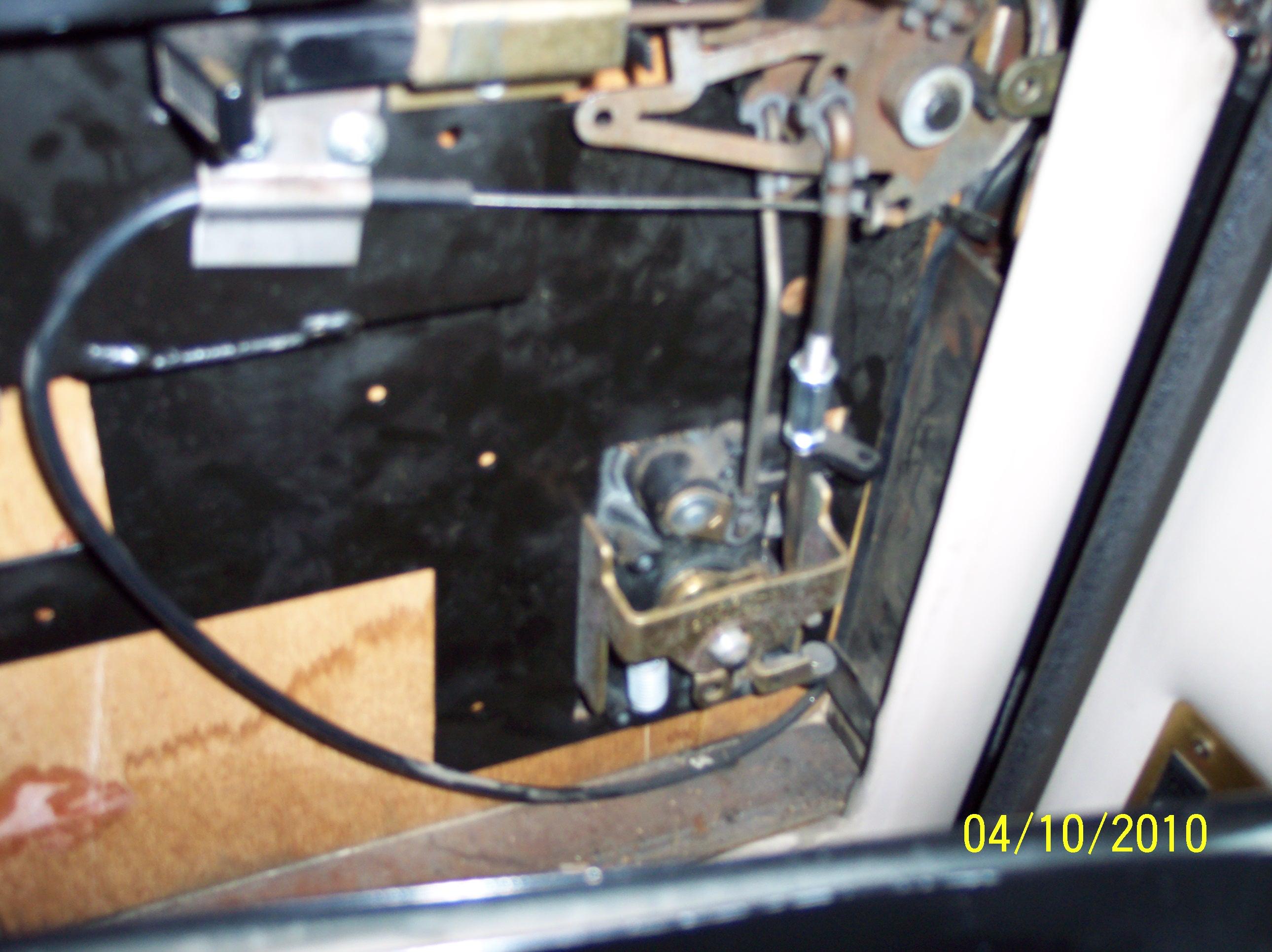 Rv The Door Handle Lift The Latch To Open But It Kinda Un