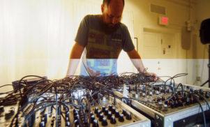 Keith Fullerton Whitman releases split LP with experimental artist Floris Vanhoof