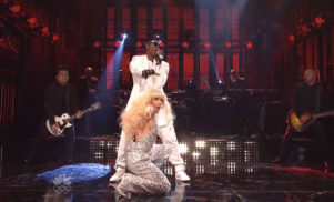Lady Gaga and R.Kelly perform bizarre rendition of 'Do What U Want' on Saturday Night Live