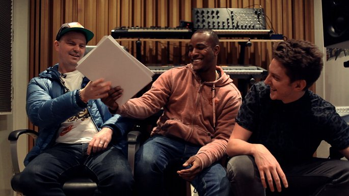 Watch Toddla T, DJ Q and DJ Haus review the week's singles for FACT TV