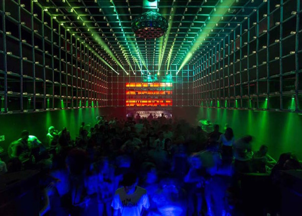 The lights in this Brazilian club respond to the movements of the crowd