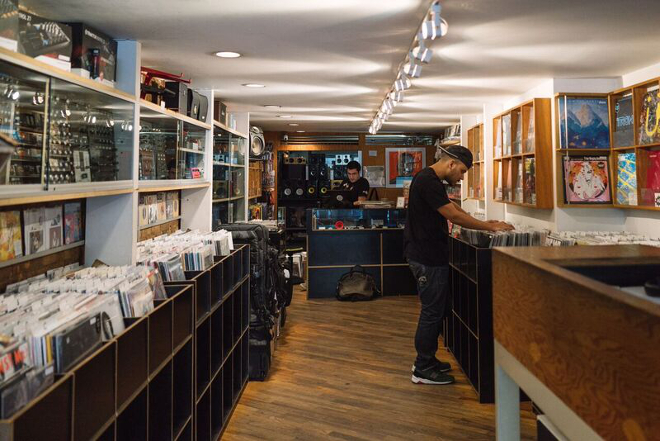 Vinyl revenue surpasses that of ad-supported streams
