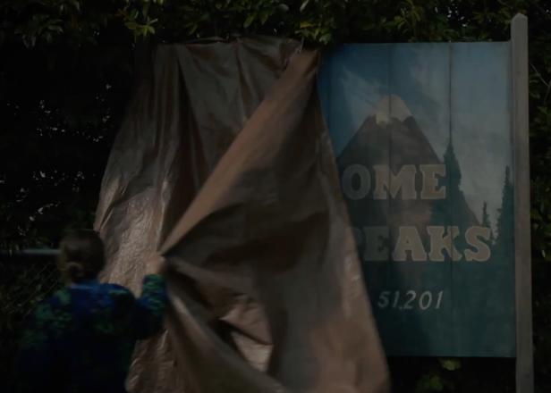 Twin Peaks actors discuss upcoming return in behind-the-scenes teaser