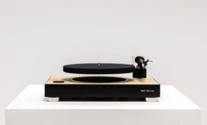 The world's first floating turntable raises $500,000 on Kickstarter
