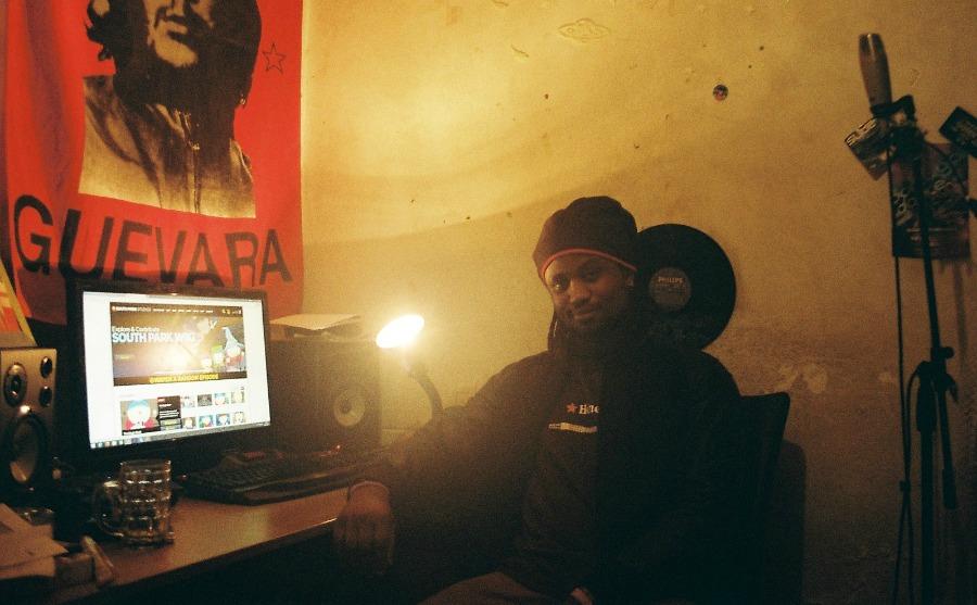 """DJ Nigga Fox experiments with acid on longform '15 Barras' 12"""" for Príncipe"""