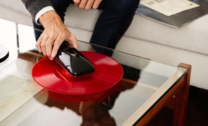 "Smartphone-controlled ""intelligent turntable"" beams audio over Bluetooth"