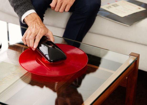 """This new smartphone-controlled """"turntable"""" spins on your records"""