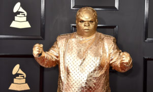 There are no words for CeeLo Green's really fucking weird Grammys outfit