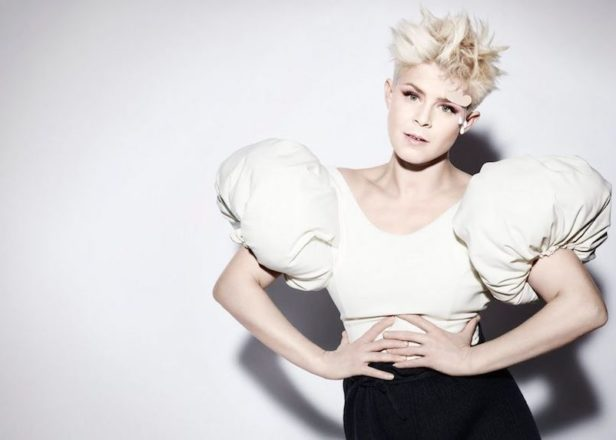 Robyn debuts new song 'Honey' on HBO's Girls