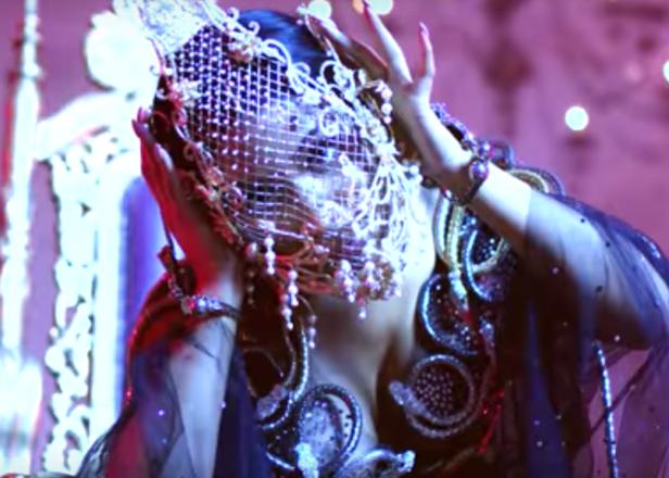 Nicki Minaj Hits London In The Video For No Frauds
