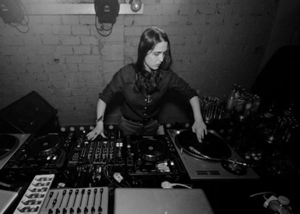 Avalon Emerson launches new site Buy Music Club