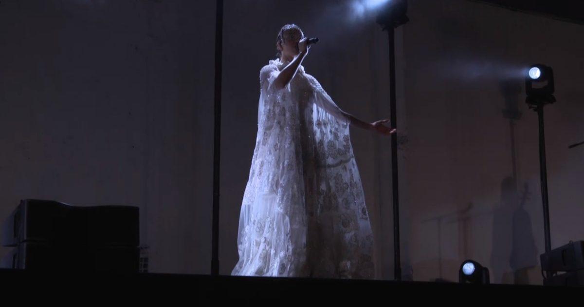 Watch Fka Twigs Perform At Valentino S Menswear Fashion Show