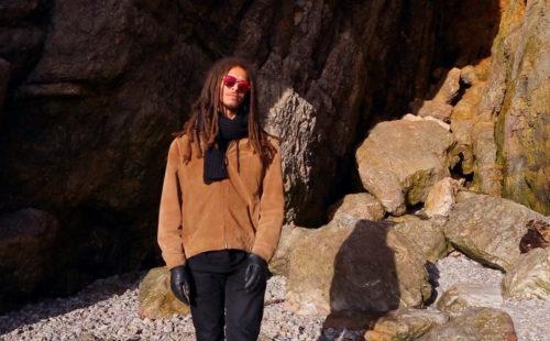 Manonmars shares video for new single, 'Pidgeon'