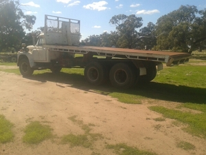 Inter Loadstar 1800 tandem drive tipping tray 20 Ft