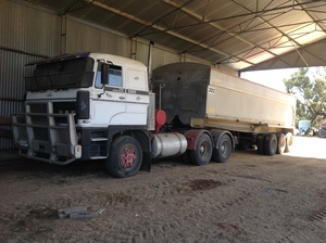 1986 DAF 3300 Truck with 30ft Aluminum Tri-Axle Trailer