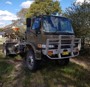 2000 GT Hino 4x4 with Marshall TM850 Multi Spreader