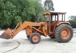 Chamberlain 306 Tractor With Front End Loader Machinery
