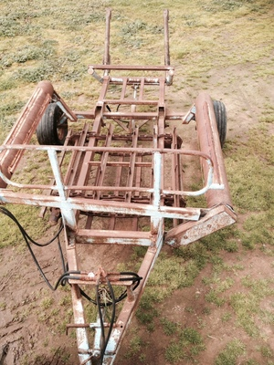 ROUND BALE FEEDOUT WAGON - PRICE REDUCED ONO-Custom built by engineers. Extremely heavy duty, structurally sound.