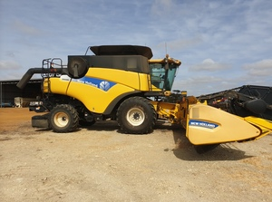 2009 New Holland CR9080 Header with NH Vario Front