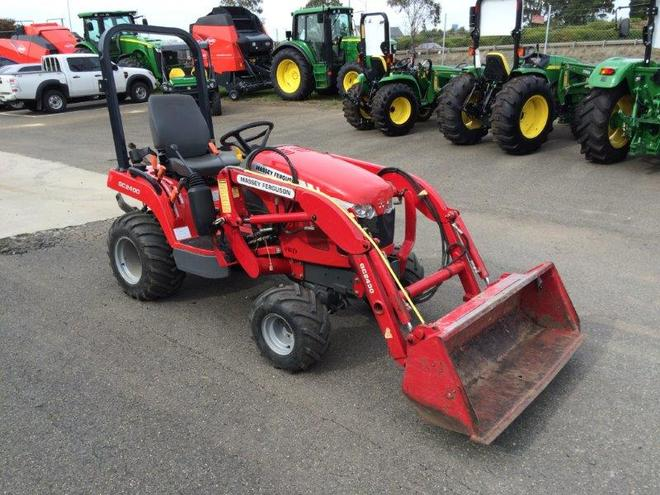Massey Ferguson GC2400 Compact tractor with Front end loader