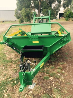 Round Bale Feeder Trailing Elsworth new