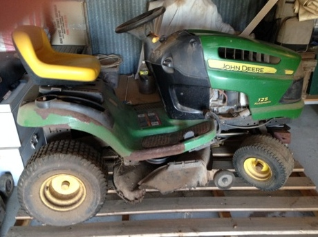 john deere 125 auto matic lawn mower for sale machinery. Black Bedroom Furniture Sets. Home Design Ideas