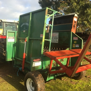 Woppa Choppa Feedout Wagon with elevator