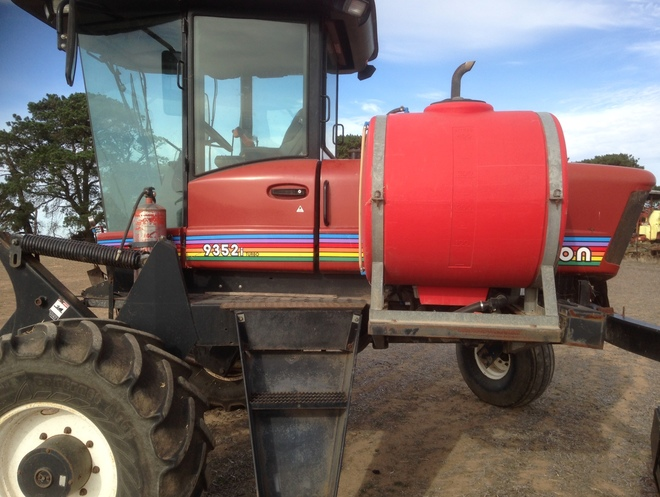 MacDon 9352I Windrower With Auto Steer Ready Trimble & Greenstar Farmscan  Monitor