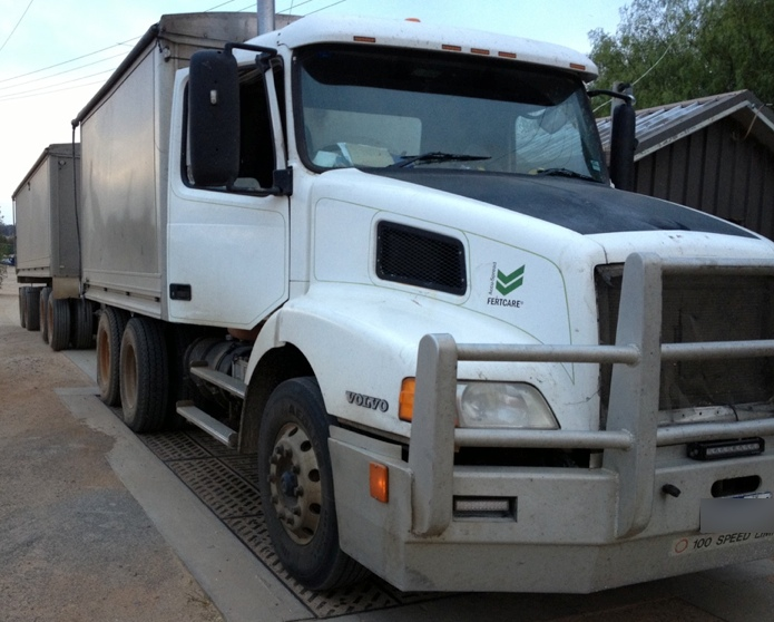 Volvo Nh Truck Amp Quad Dog Spreader Tray For Sale Trucks