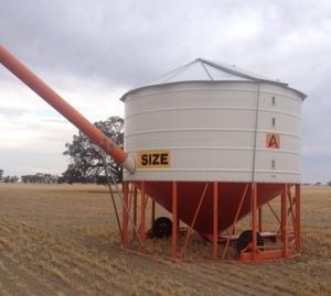 Ahrens 34 ton fert/grain field bin
