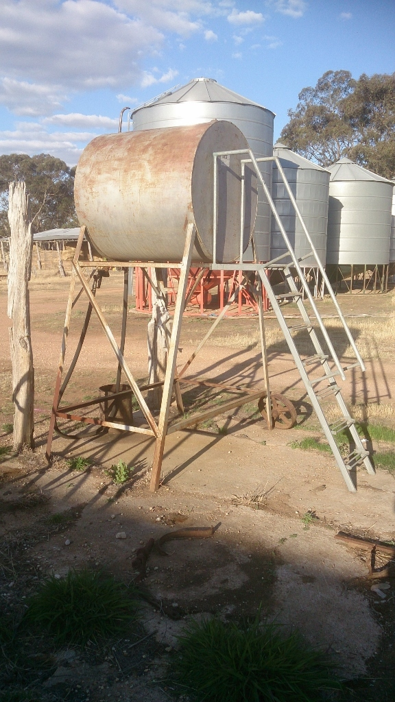 Free standing 1200lt diesel fuel tank with ladder and platform for filling,  hose and gun
