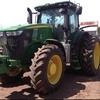 JOHN DEERE 7200R tractor.