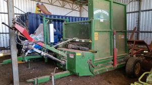 Round Bale Feed Out Machine-Whoppa Choppa. The ultimate round or big square bale feed out machine that chops