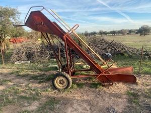 New Holland 472 bale loader