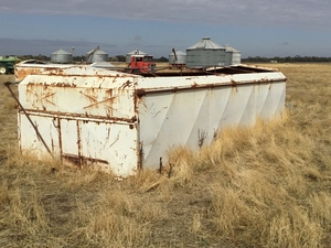 Tipping grain bin