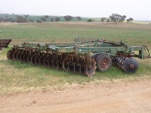 John Shearer 606 36 plate offset disc plough near new discs